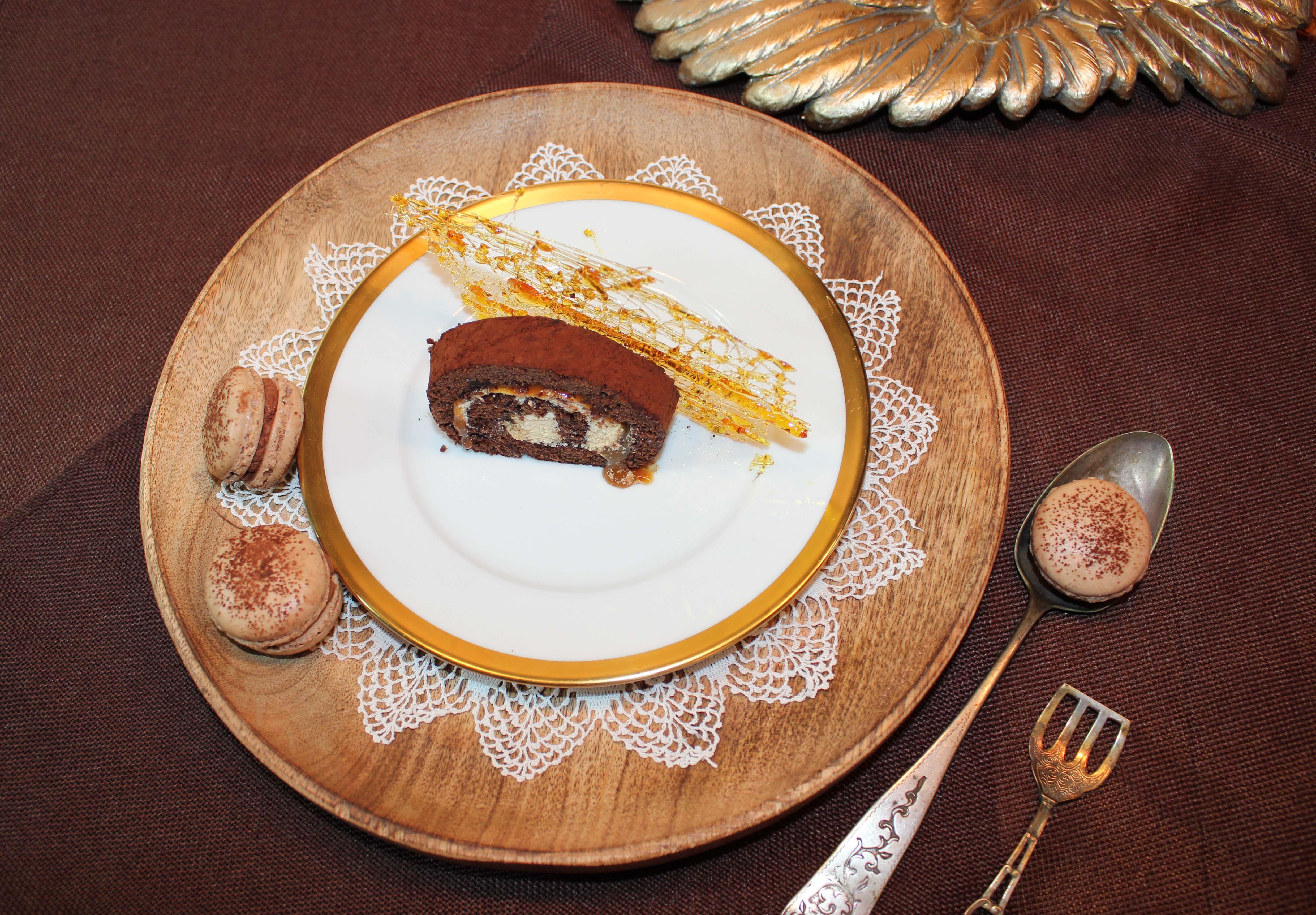 Schokoladen Biskuitrolle mit Karamell