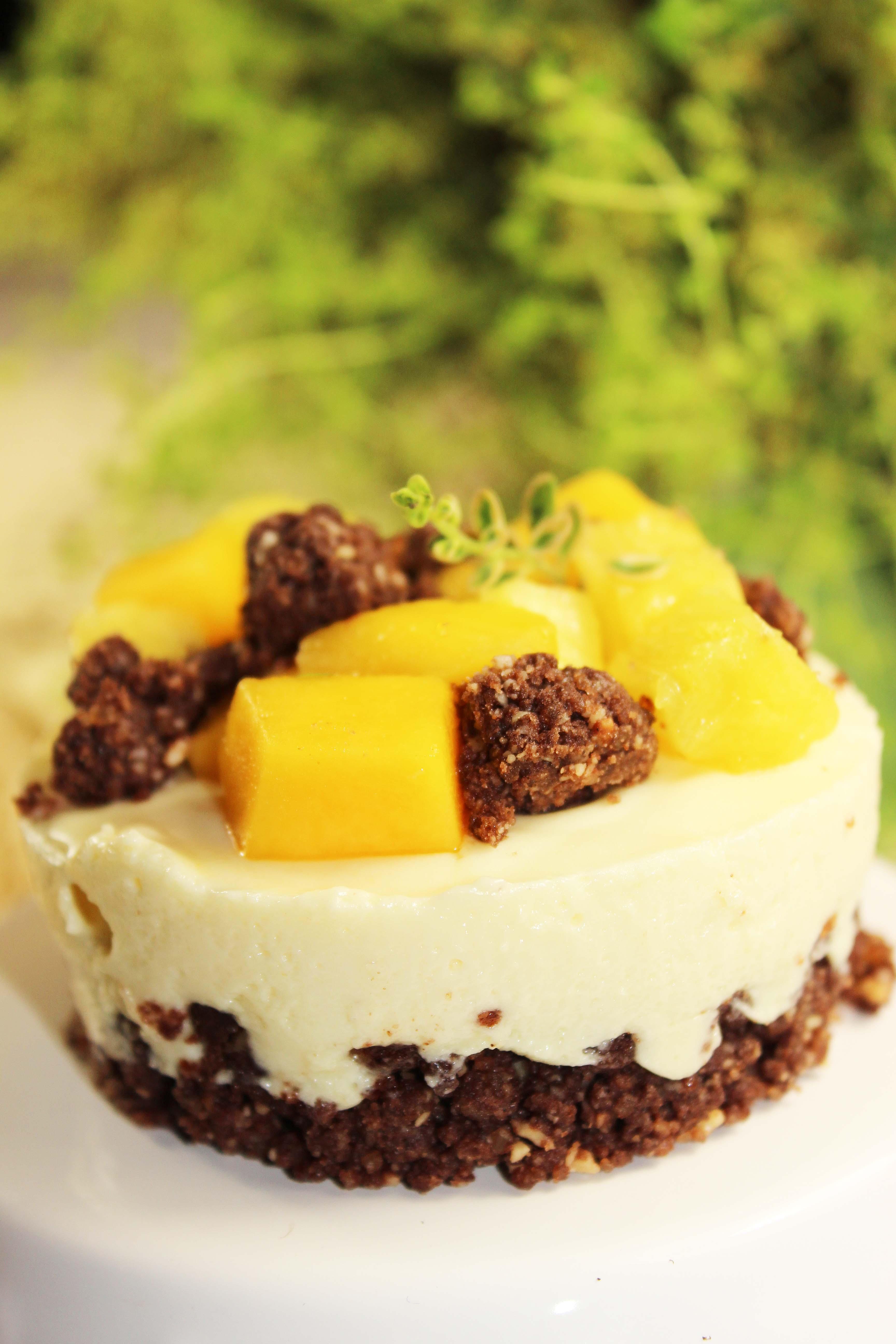 Törtchen mit weißer Schokomousse und Früchten