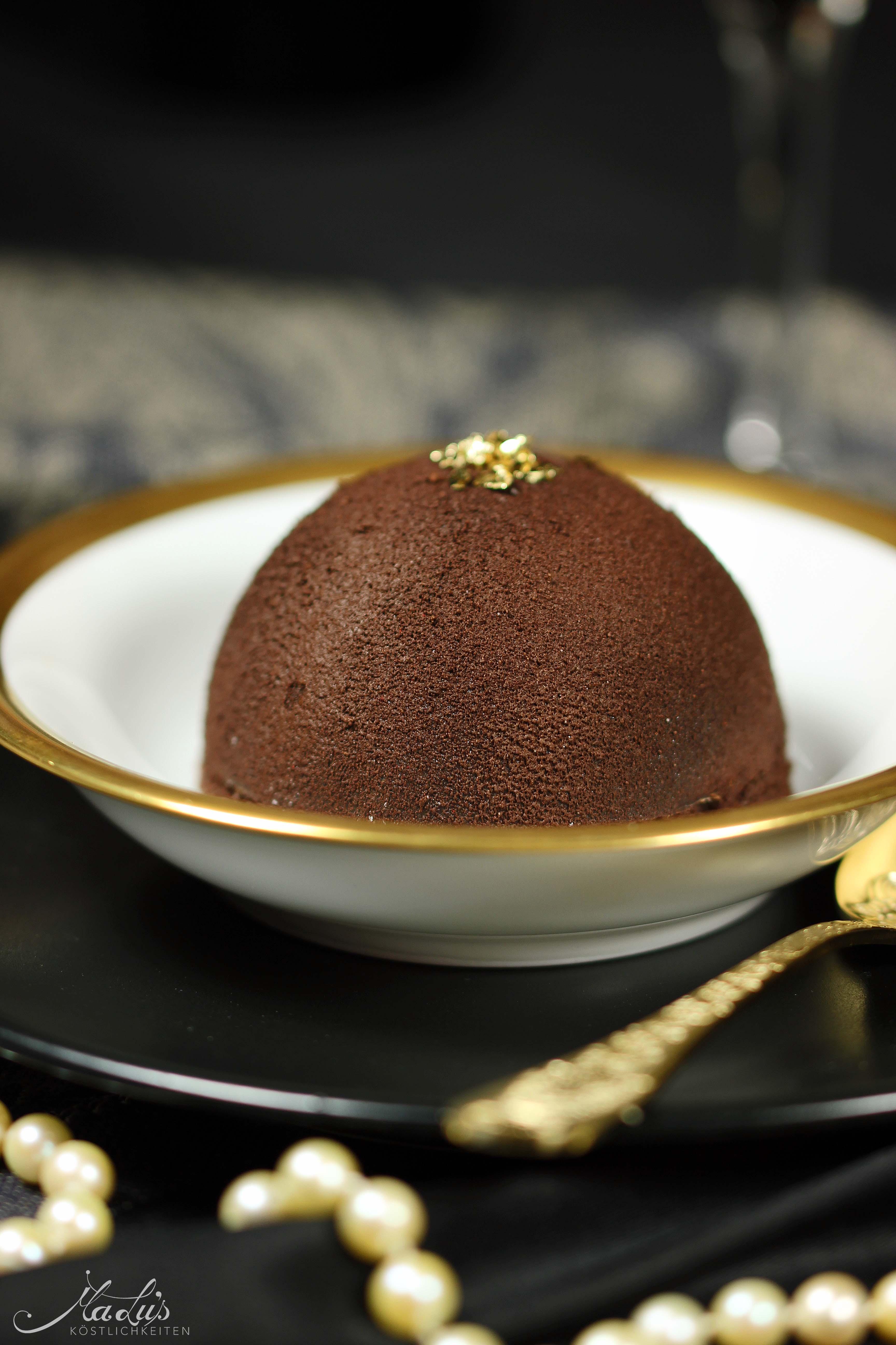 Knackige Schokoladenkuppel mit zartem Baileysherz