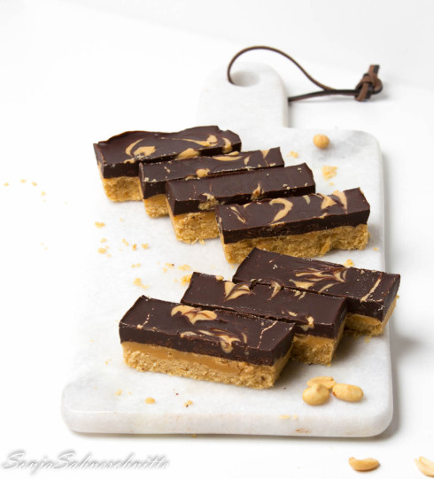 peanutbutter-chocolate-bars-with-caramel-11