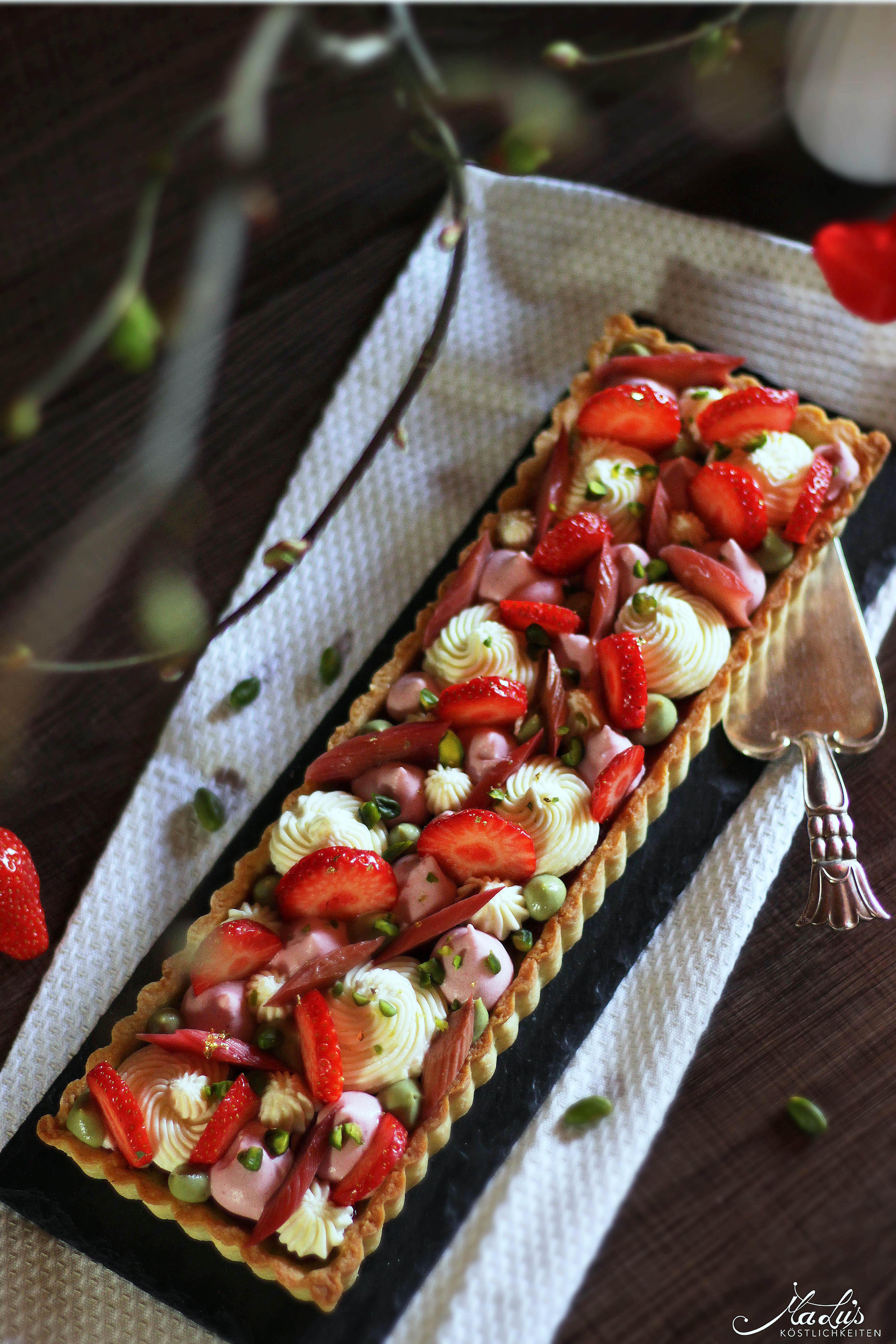 Pistazientarte mit Erdbeeren & Rhabarber 3b