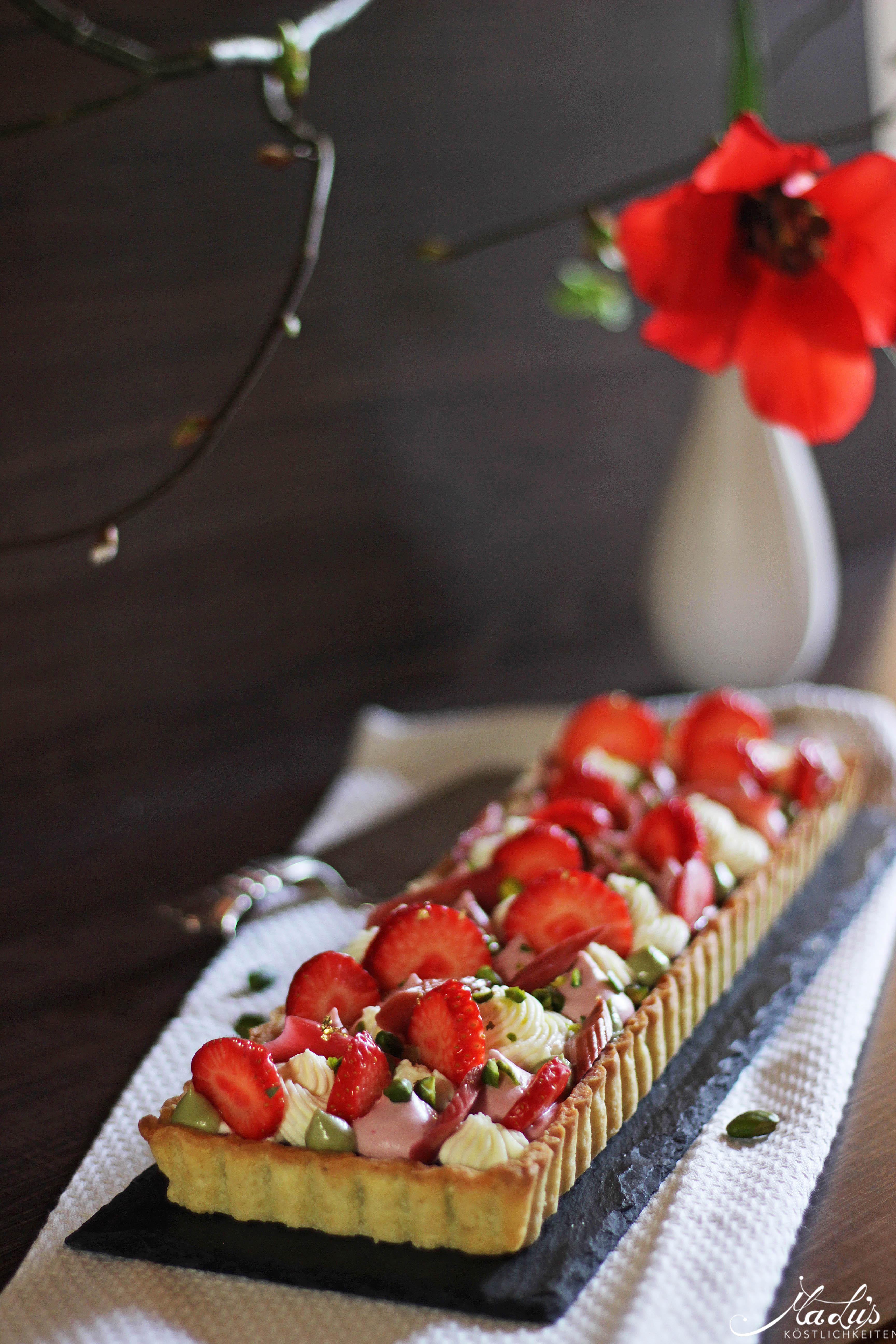 Pistazientarte mit Erdbeeren & Rhabarber 4
