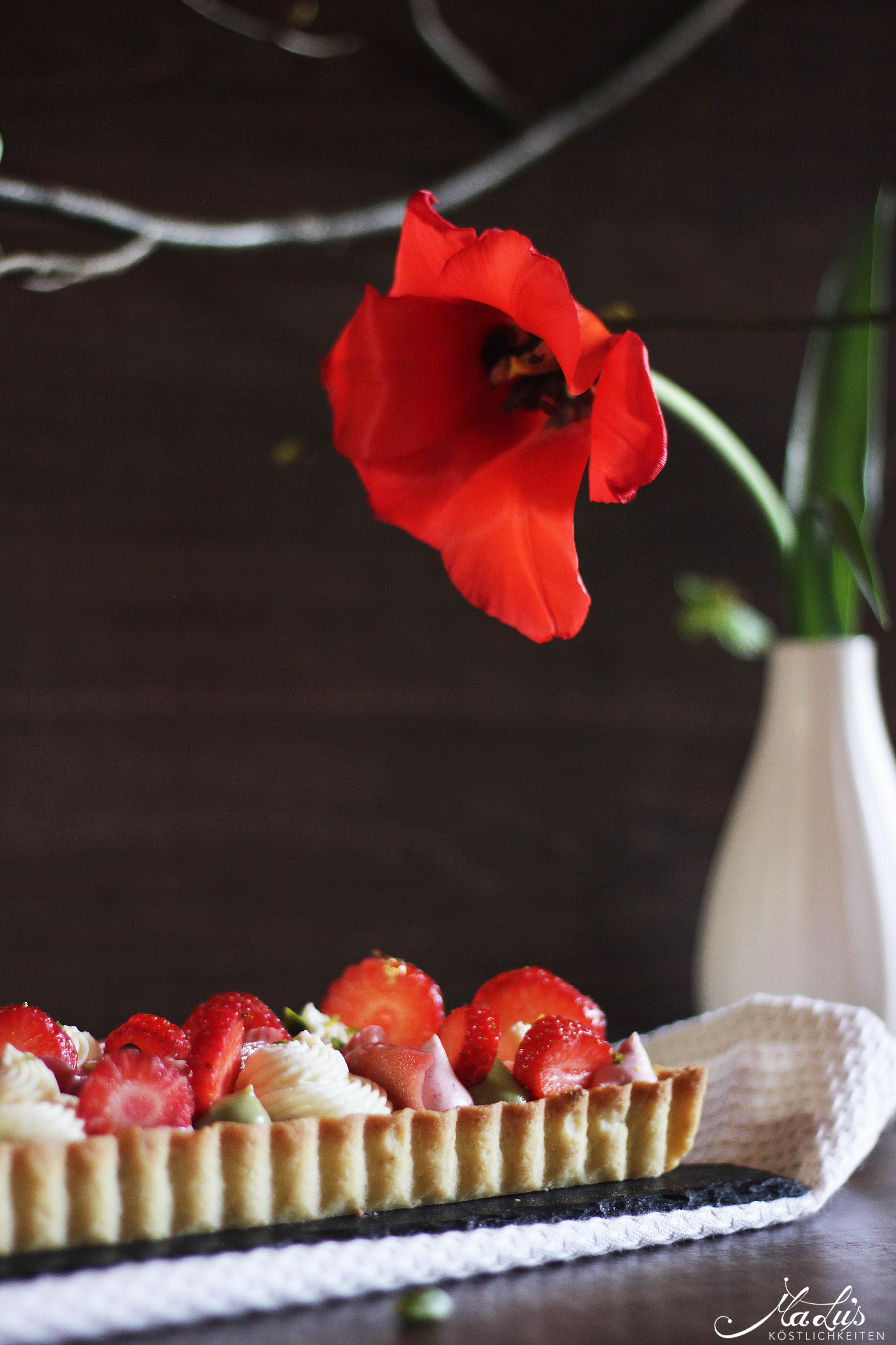 Pistazientarte mit Erdbeeren & Rhabarber 5