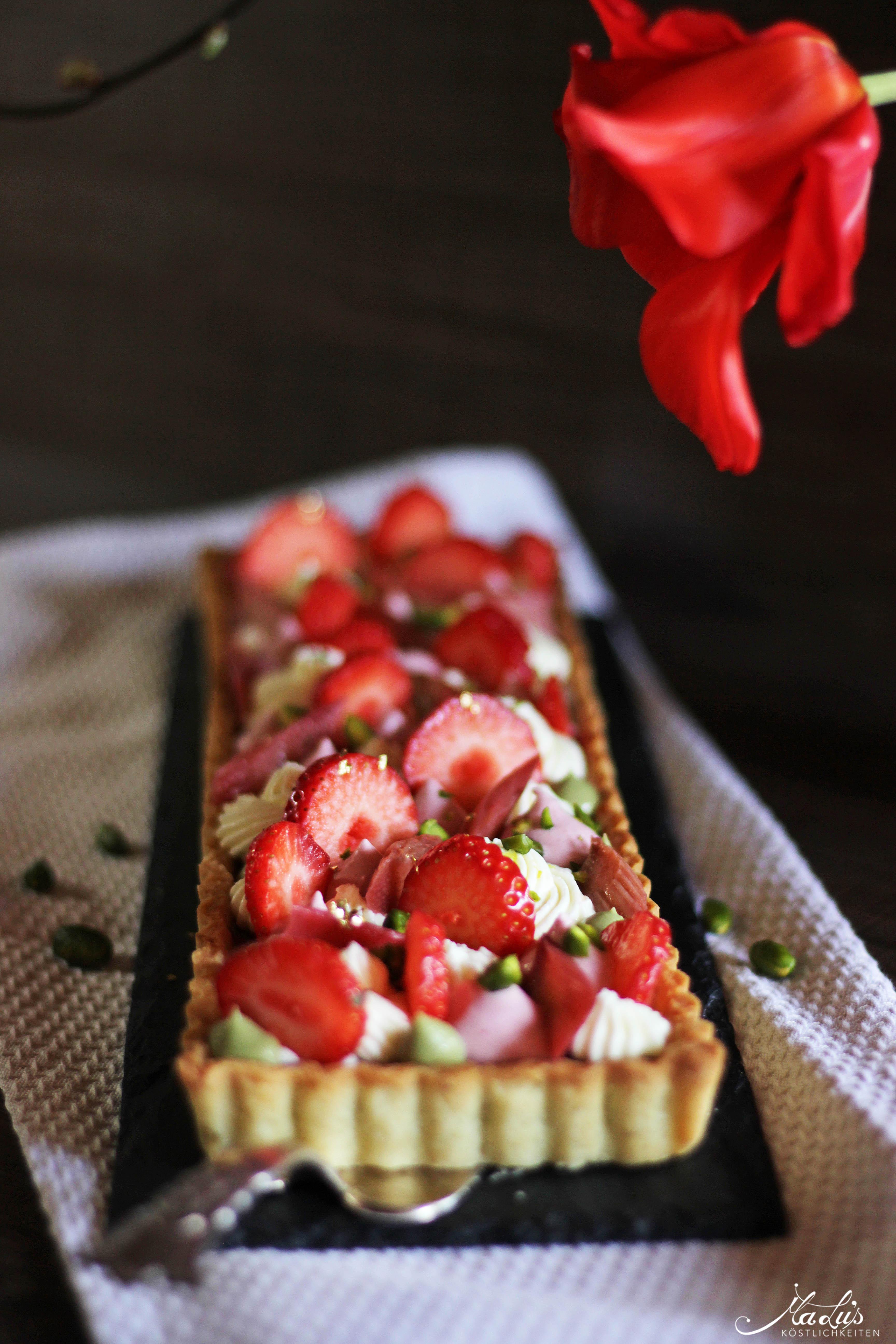 Pistazientarte mit Erdbeeren & Rhabarber 7