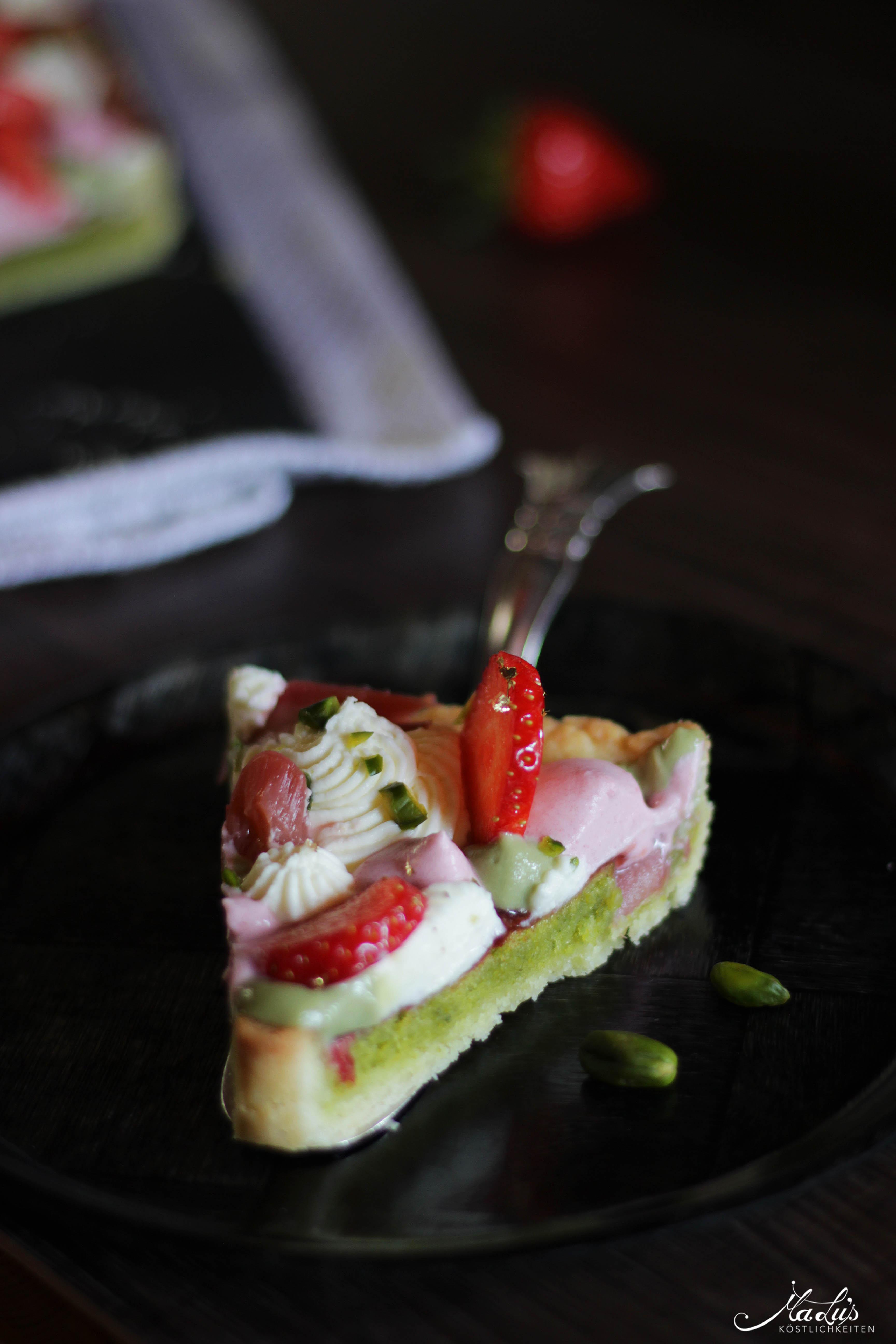 Pistazientarte mit Erdbeeren & Rhabarber 9