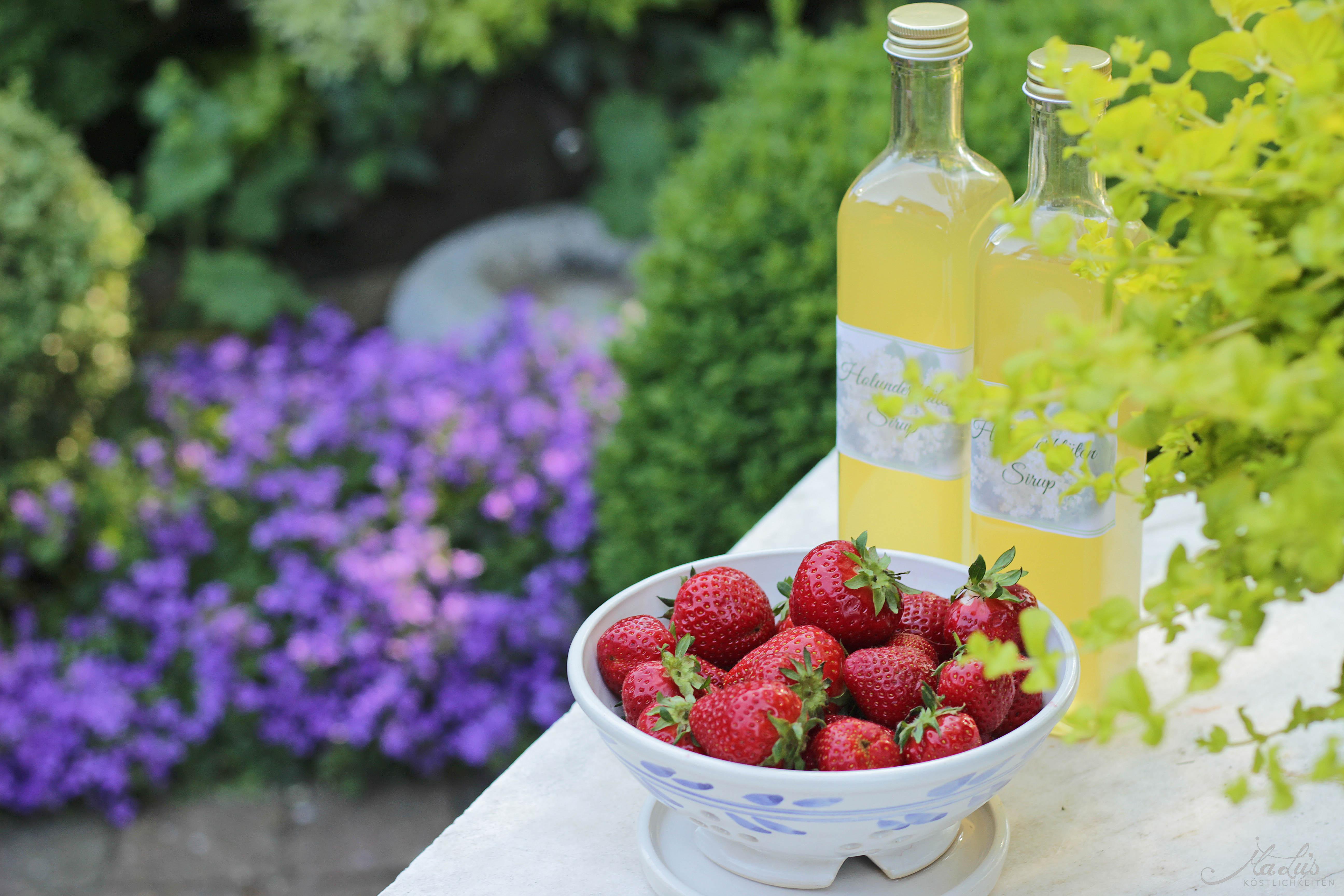 Erdbeere-Holunderblütensirup