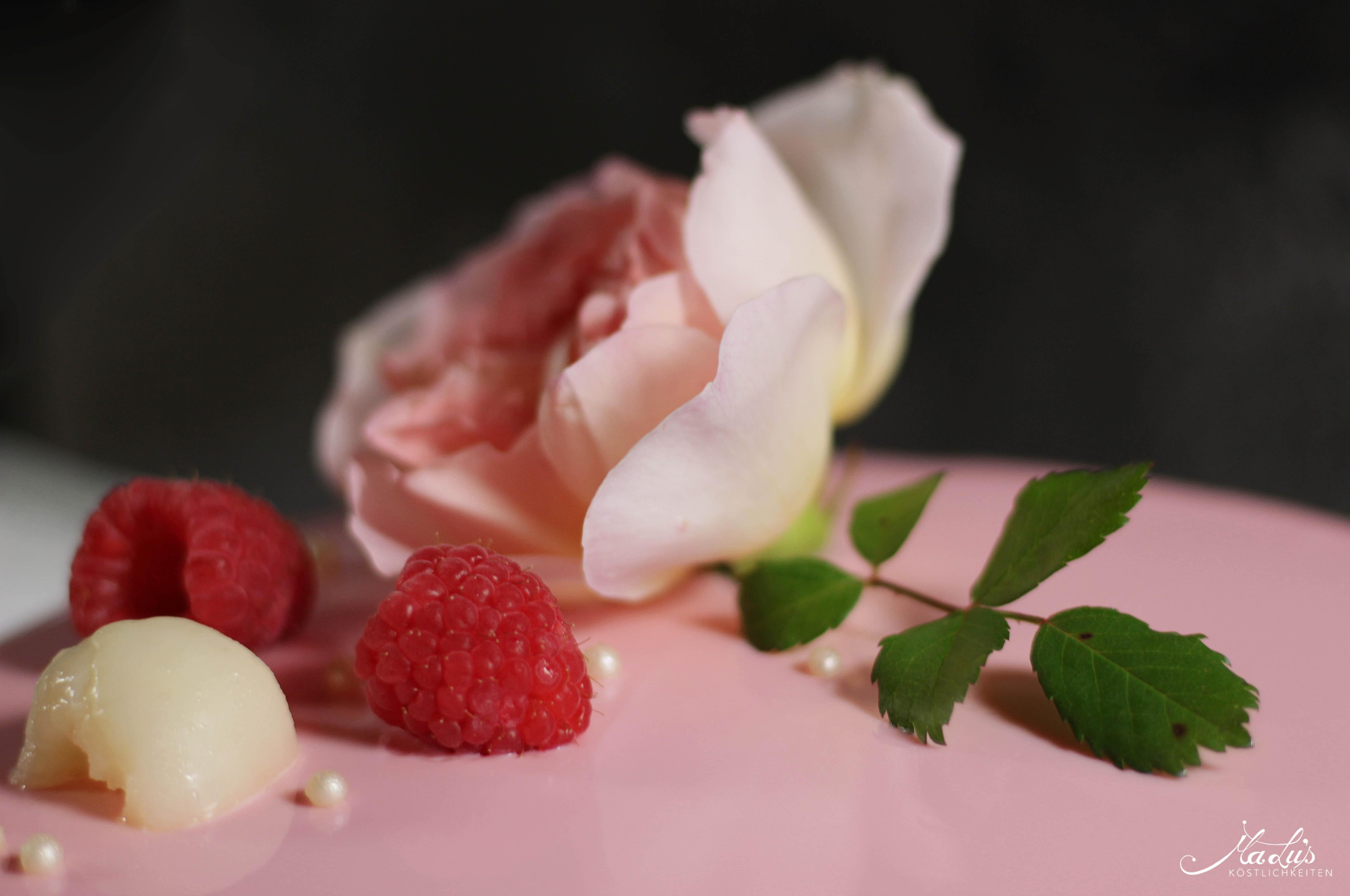"Himbeer-Lychee-Rosen Torte ""Ispahan"""