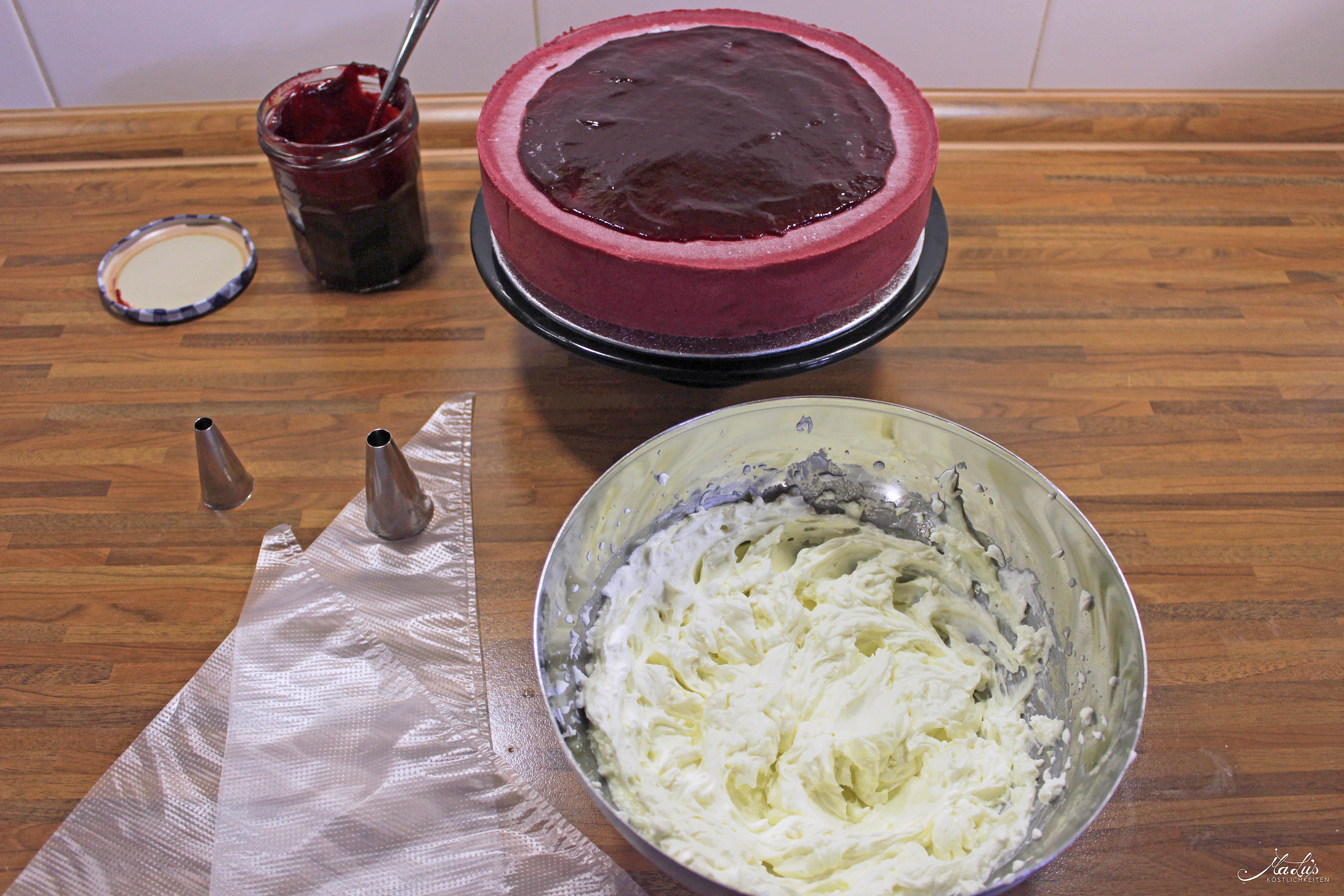 Johannisbeer-Mascarpone Torte Deko 1