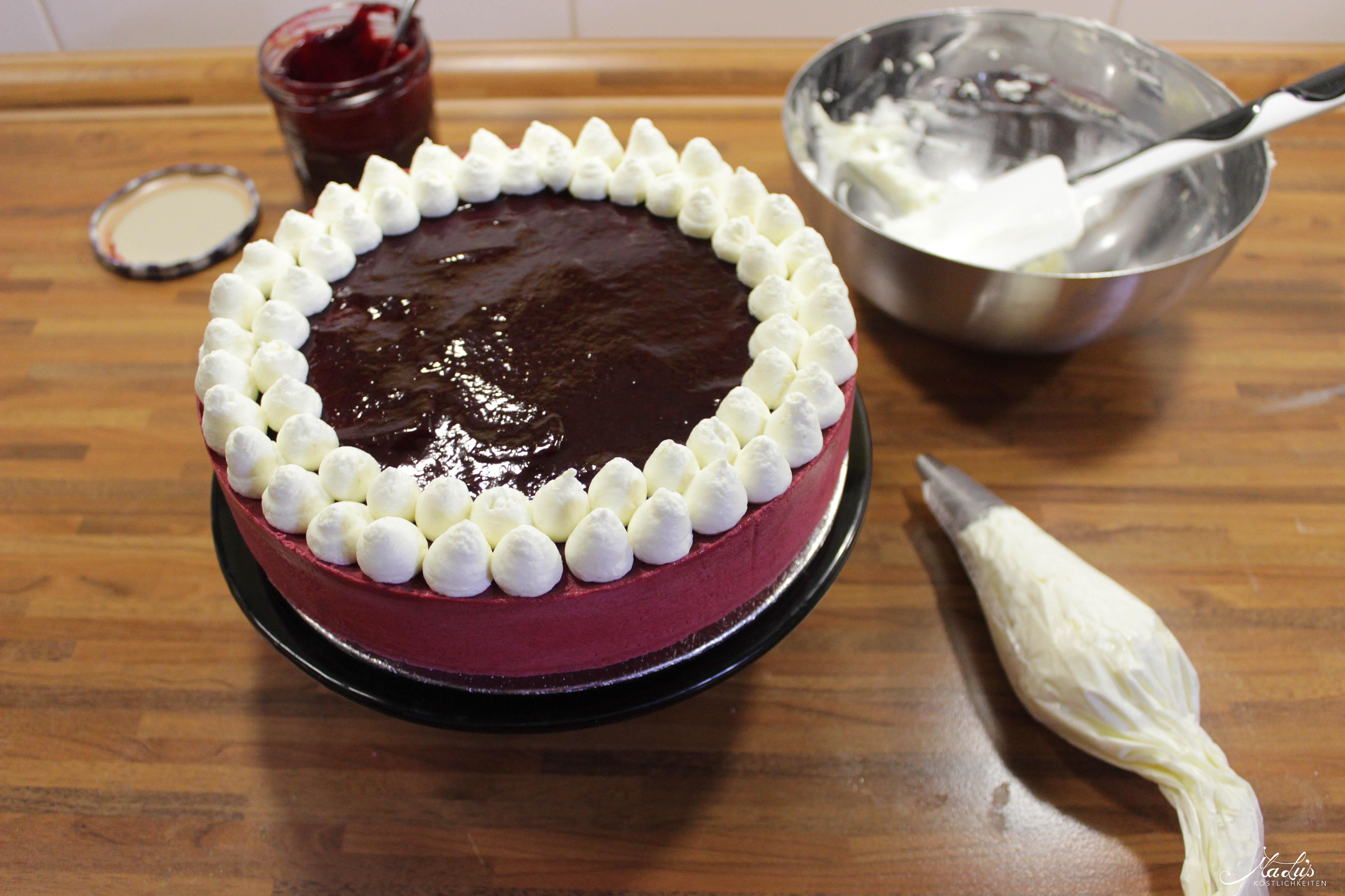 Johannisbeer-Mascarpone Torte Deko2