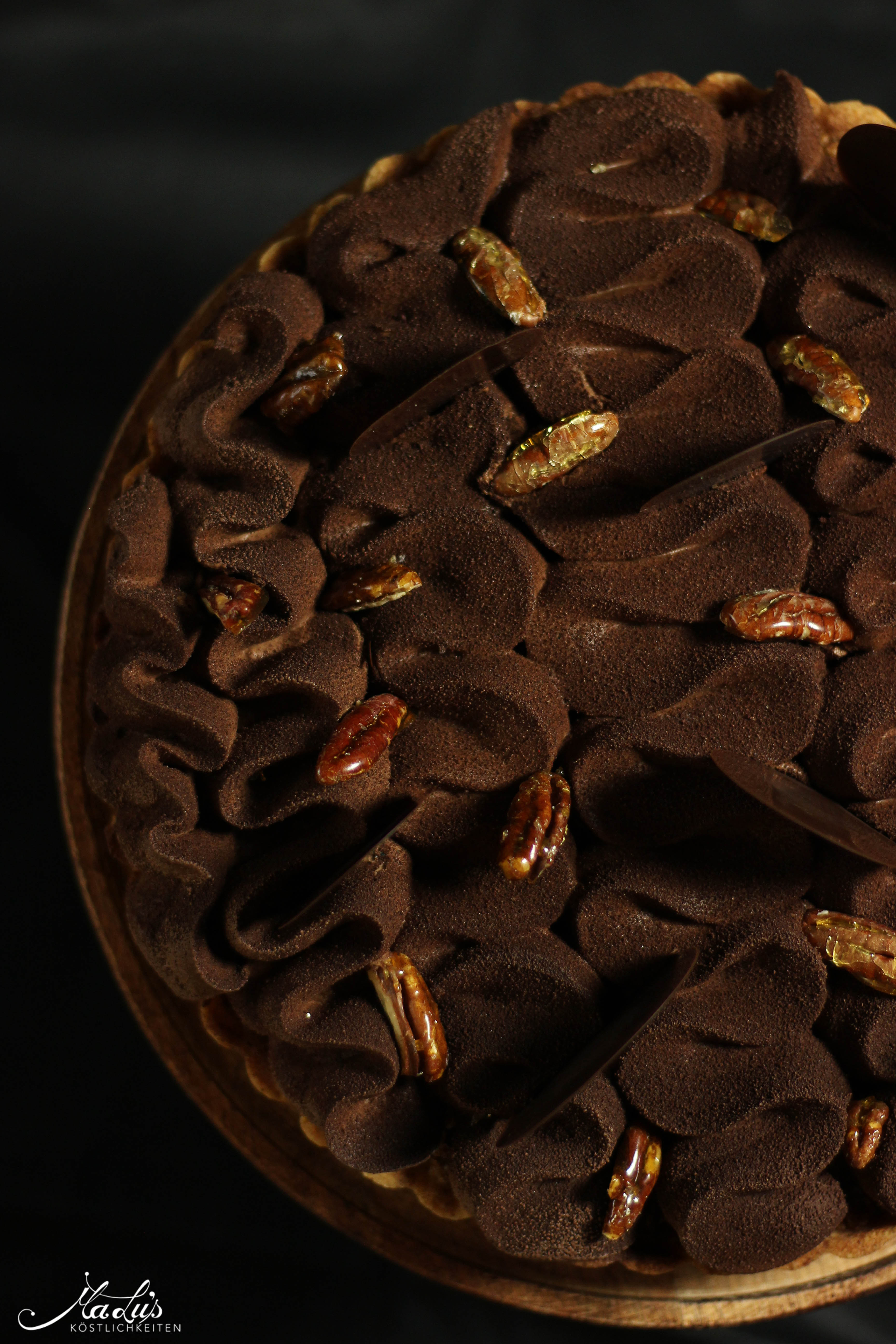 Schokoladen-Vanilletarte mit karamellisierten Pecannüssen