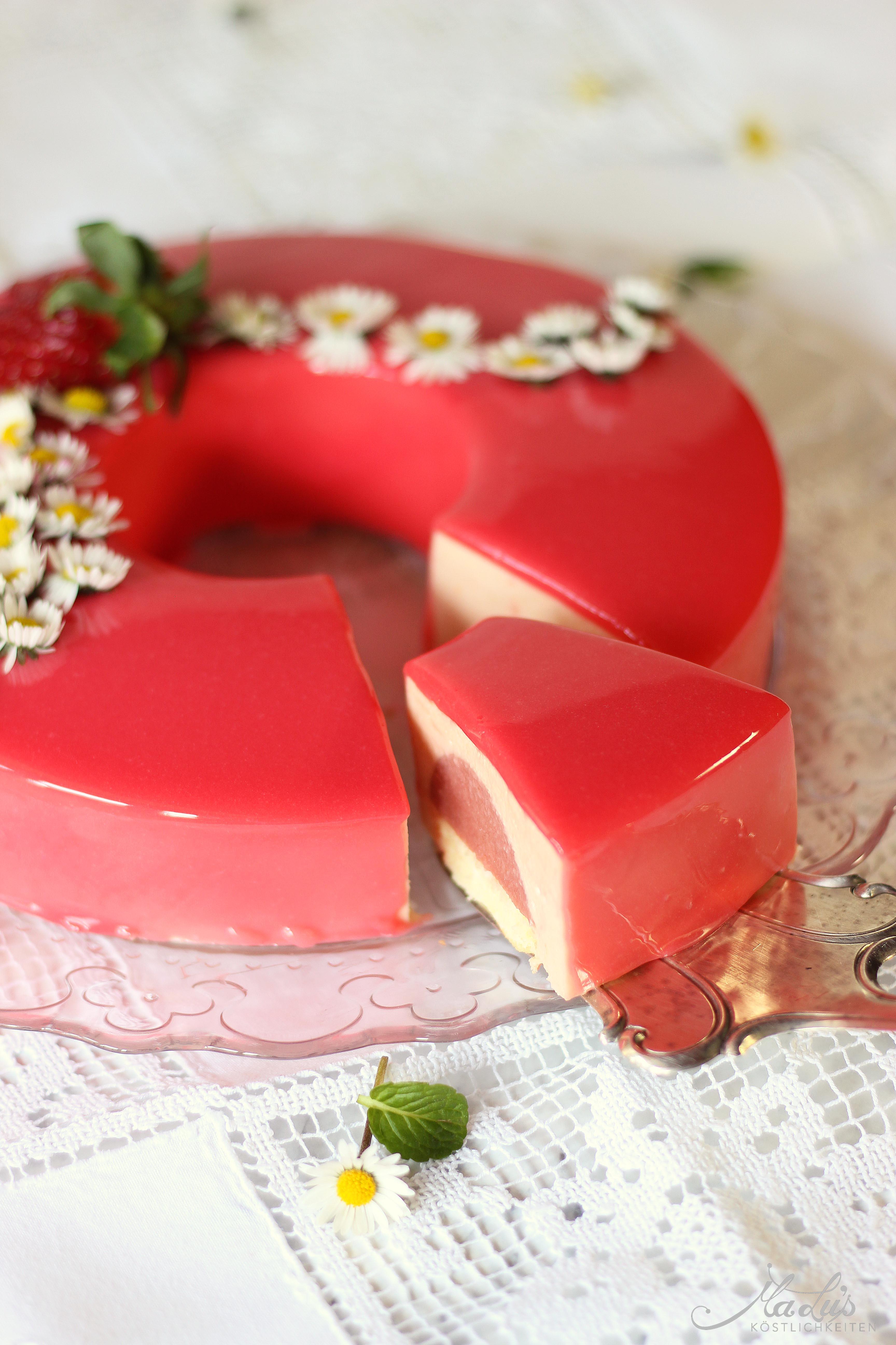Erdbeer-Rhabarber Torte mit Mirror glaze