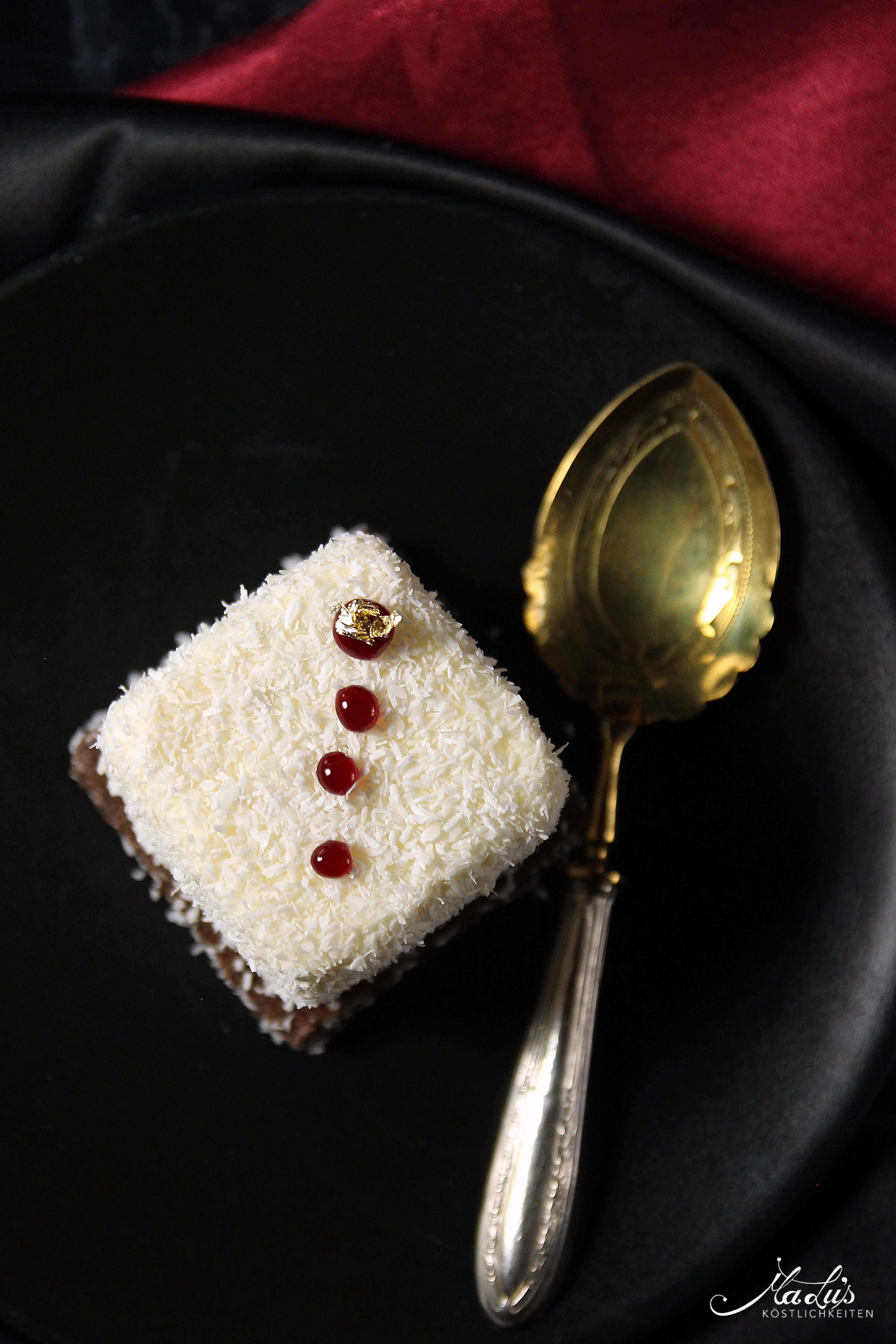 Kokostörtchen mit weißer Schokolade, Pflaume & Timut
