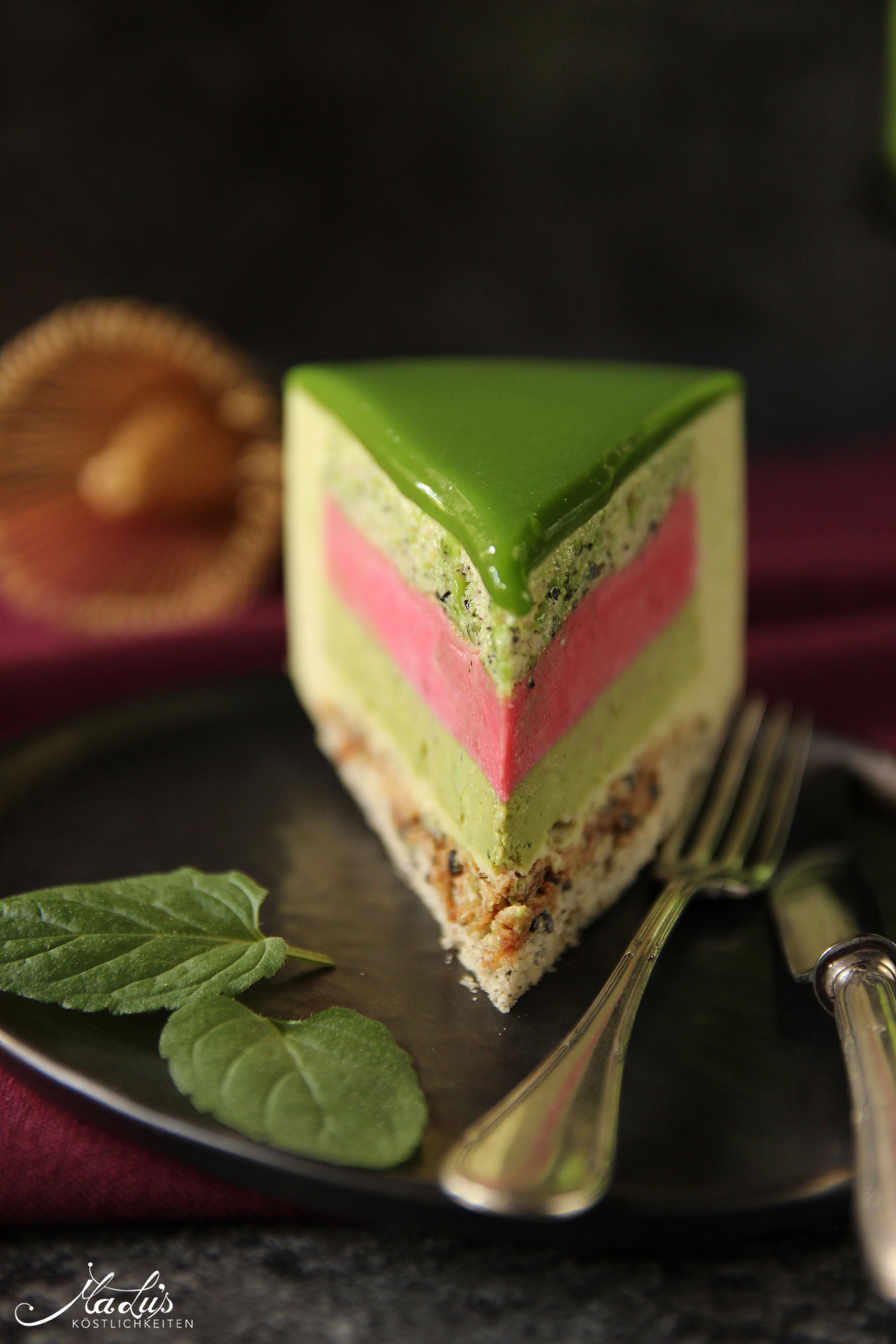 Matcha-Limetten Torte mit Himbeere & schwarzem Sesambiskuit