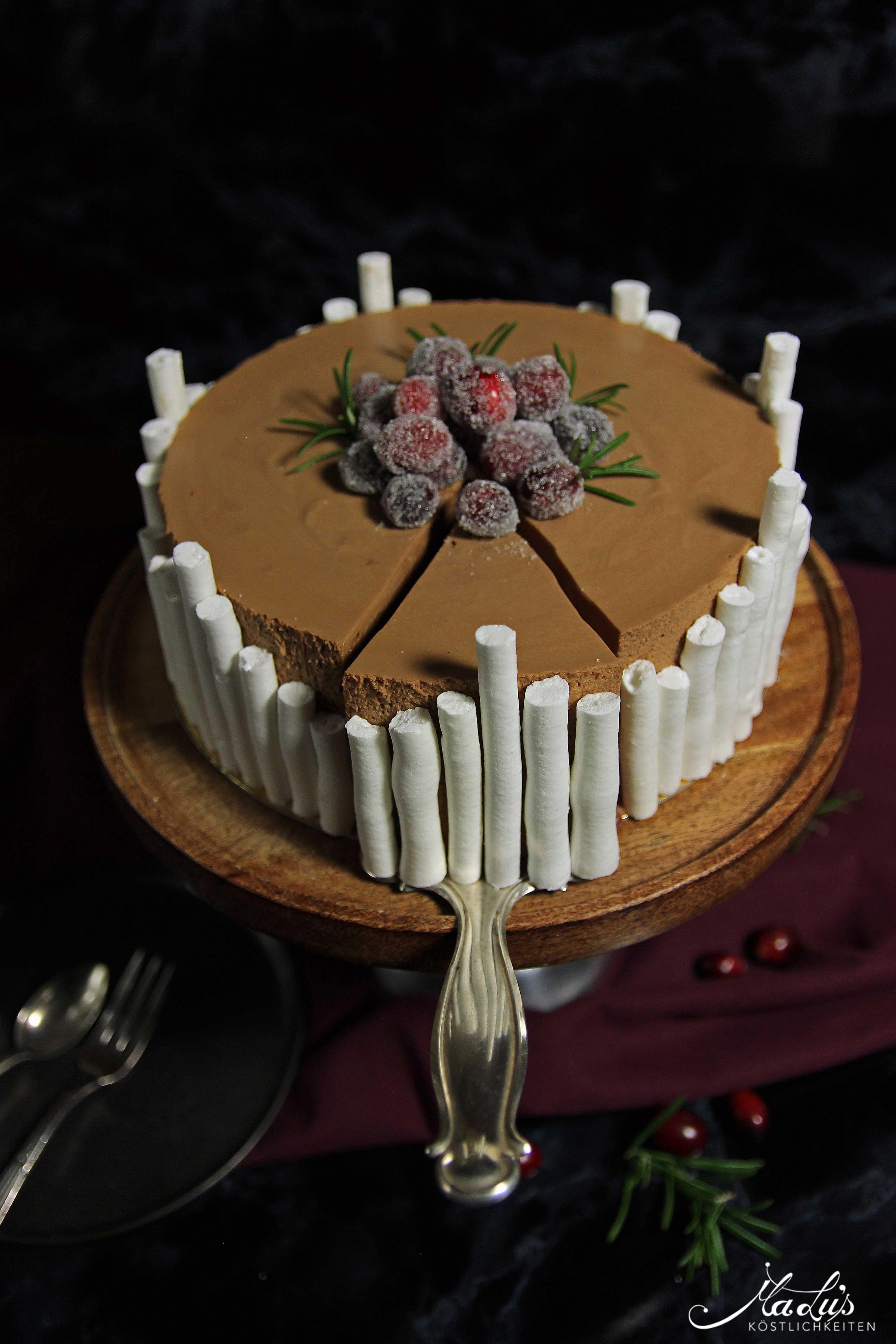 Schokoladentorte mit Cranberries, Orange & Rosmarin