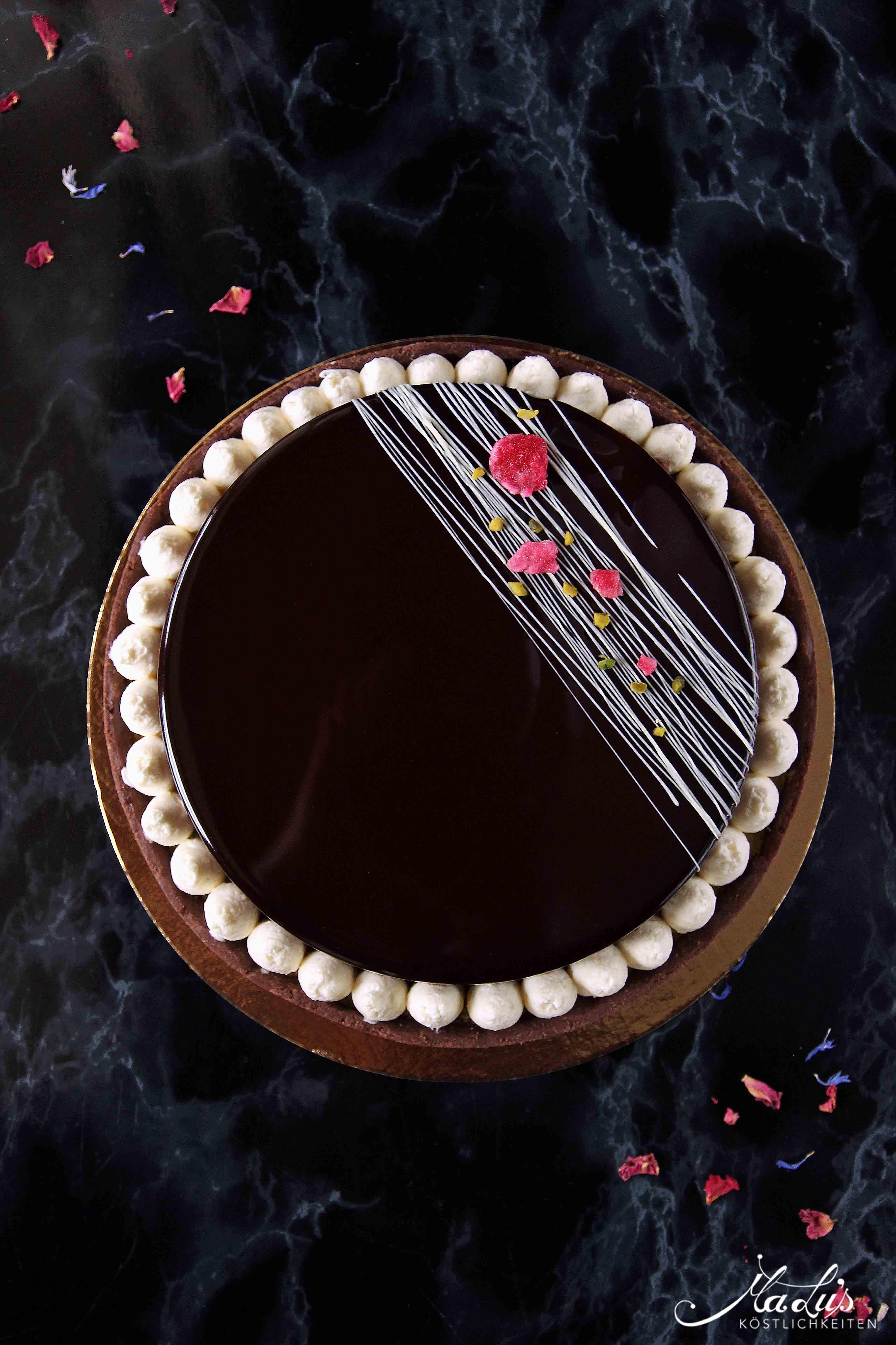Schokoladentarte mit Pistazie und Kokos