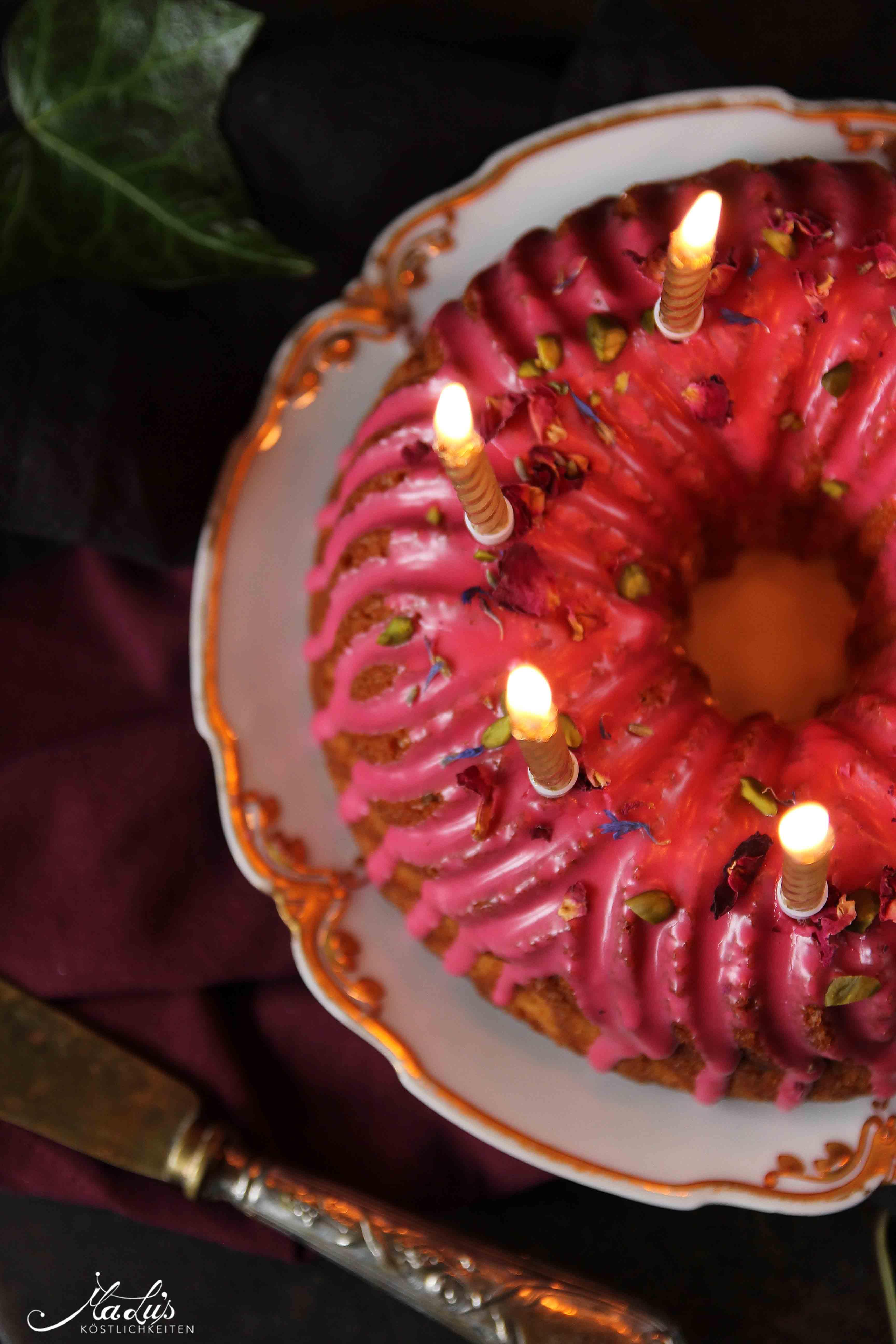 Duftiger Gugelhupf mit Rose & Hibiskus - Maren Lubbe - Feine