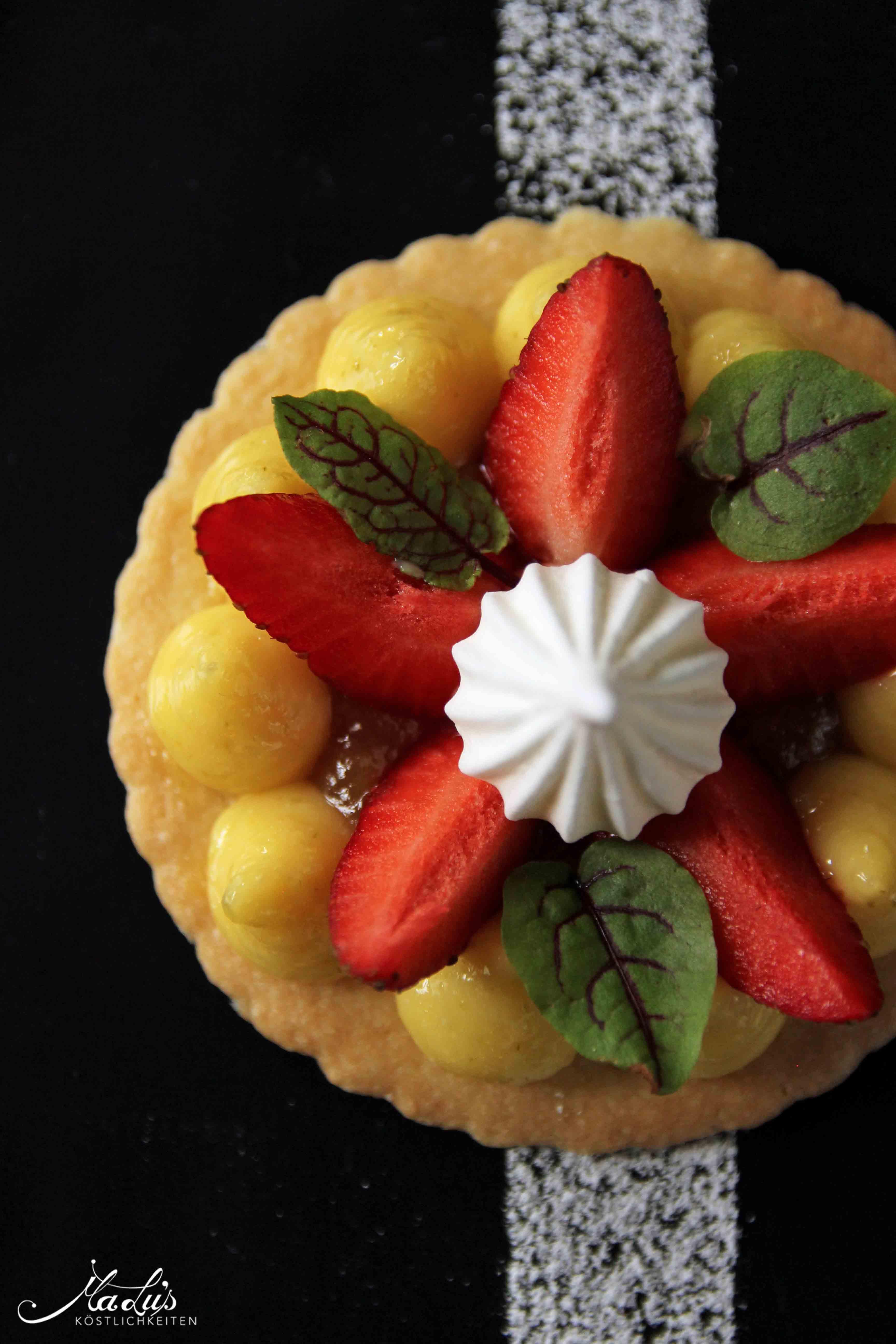 Zitronencreme auf Shortbread mit Erdbeeren - feines Dessert au citron