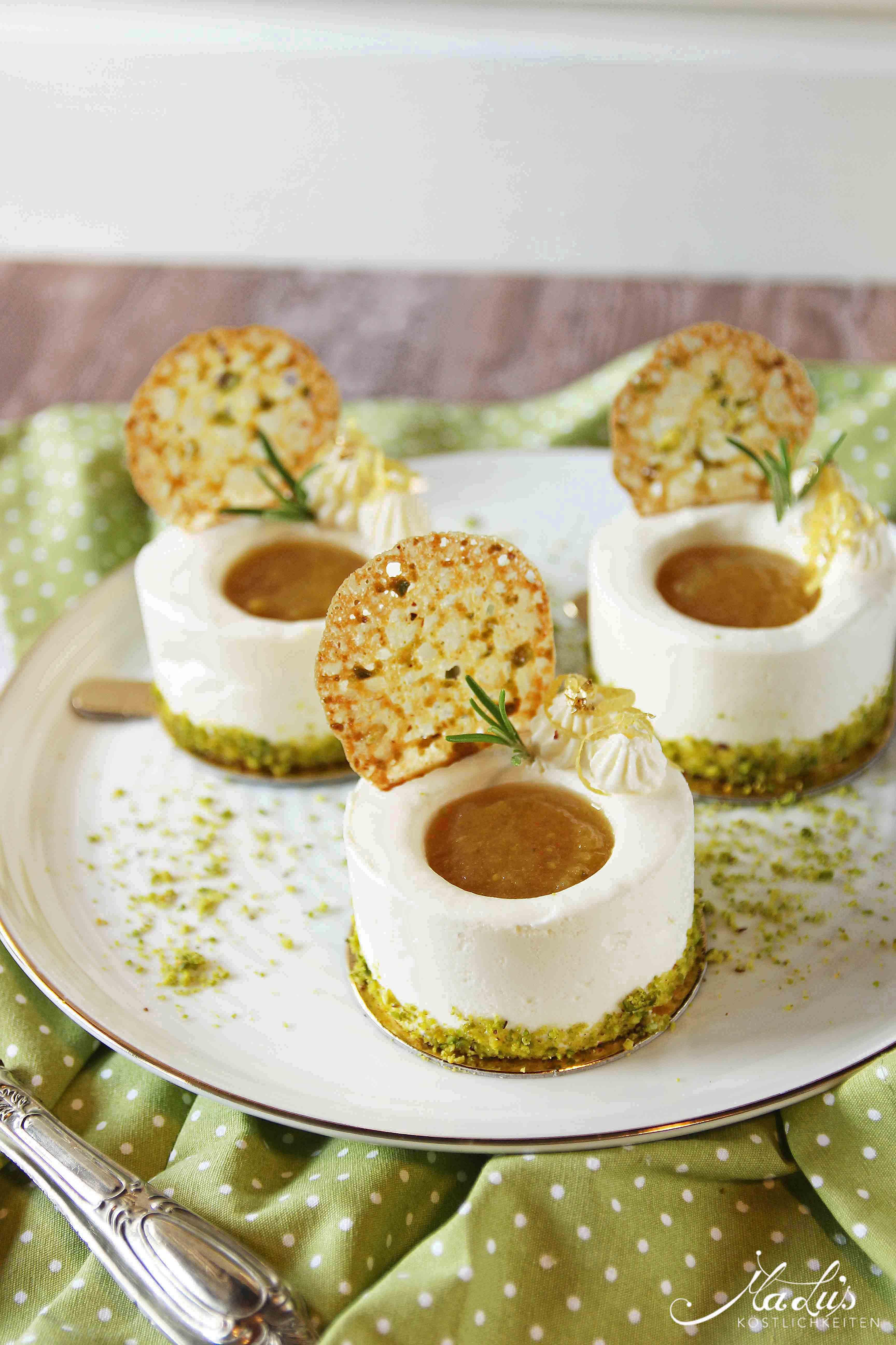 Zitronentörtchen mit zarten Pistazienknusperblättern