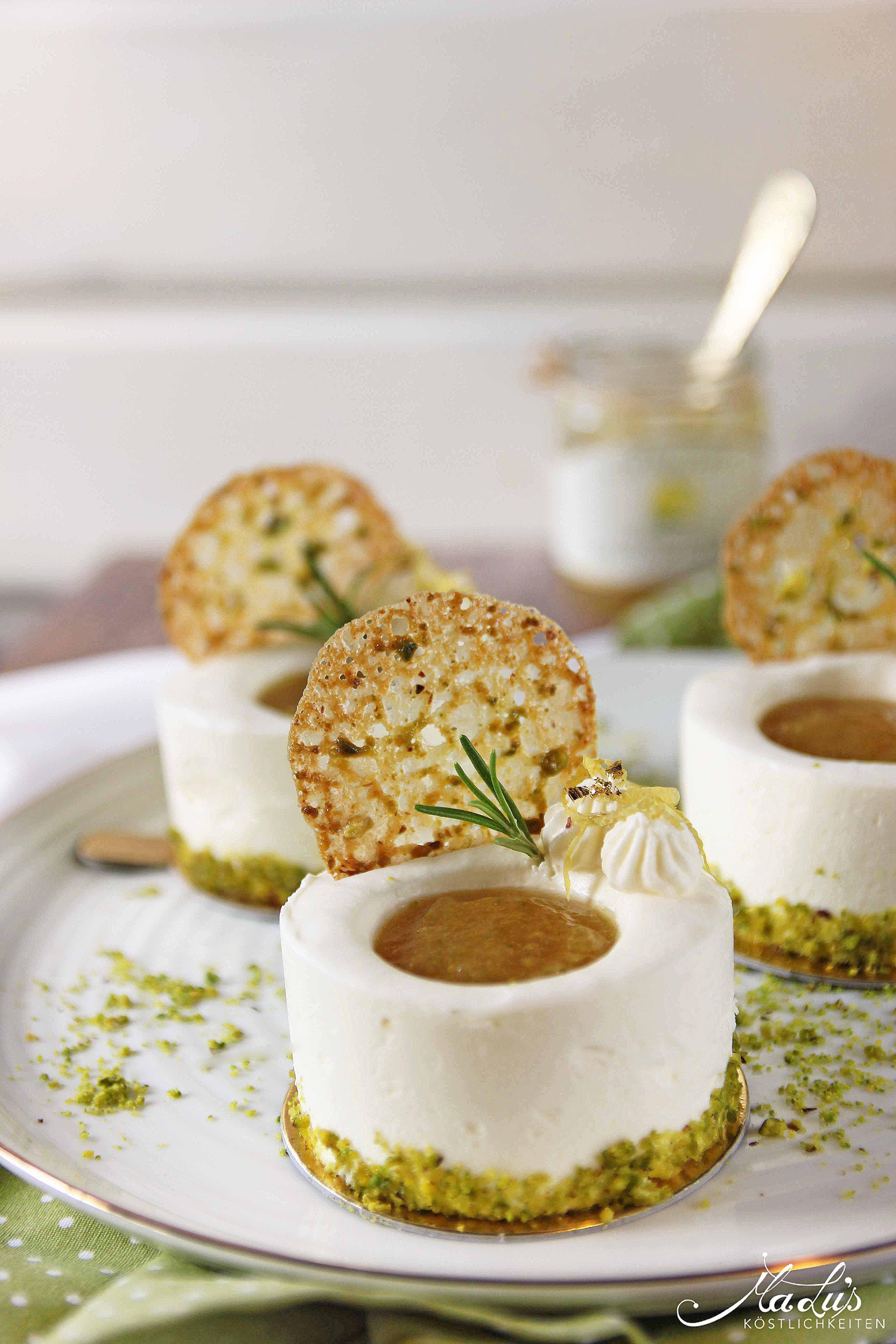 Frischkäse-Zitronentörtchen mit Limonen Marmellata & Pistazientuiles