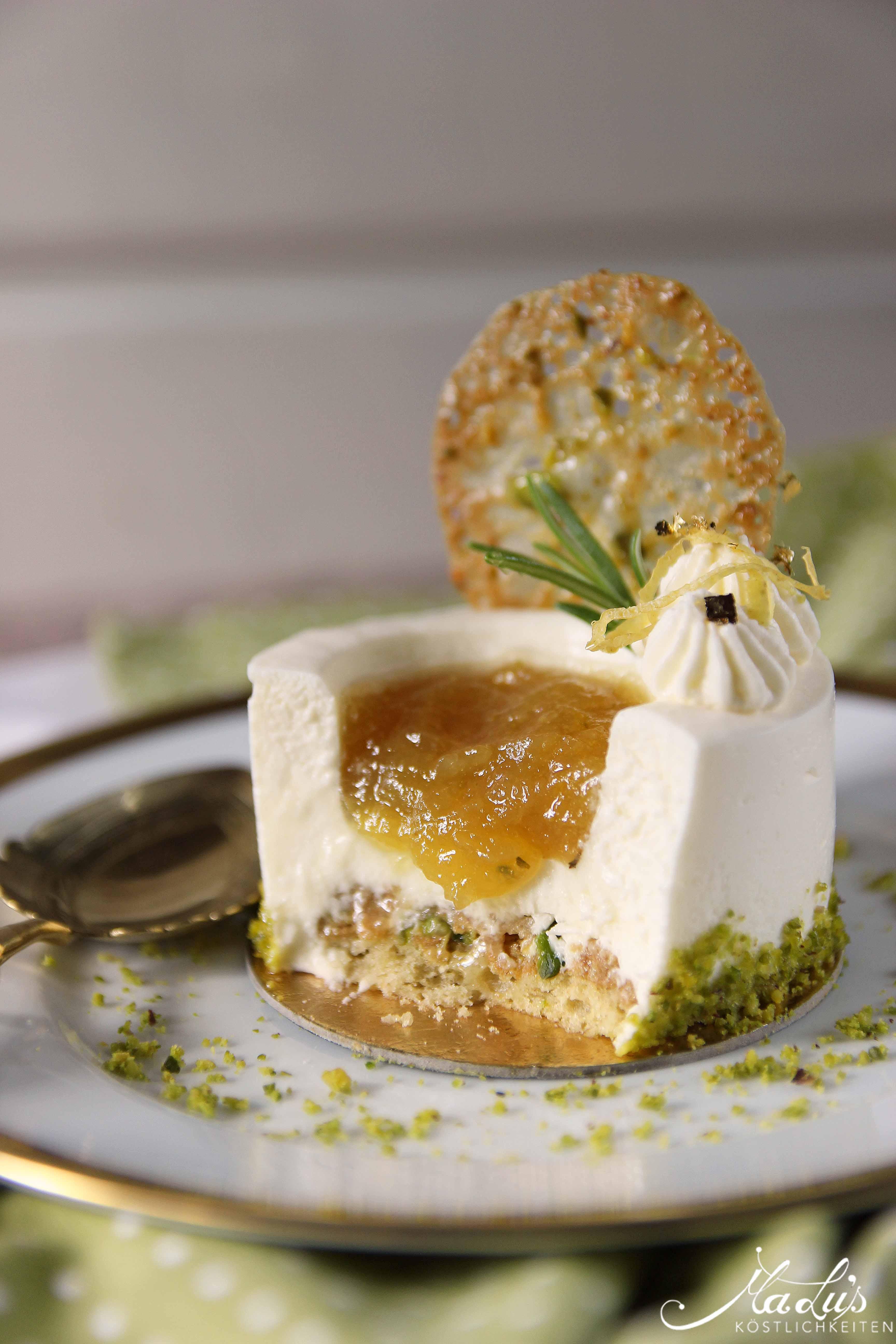 Frischkäse-Zitronentörtchen mit Limonen Marmellata & Pistazienknusperblättern