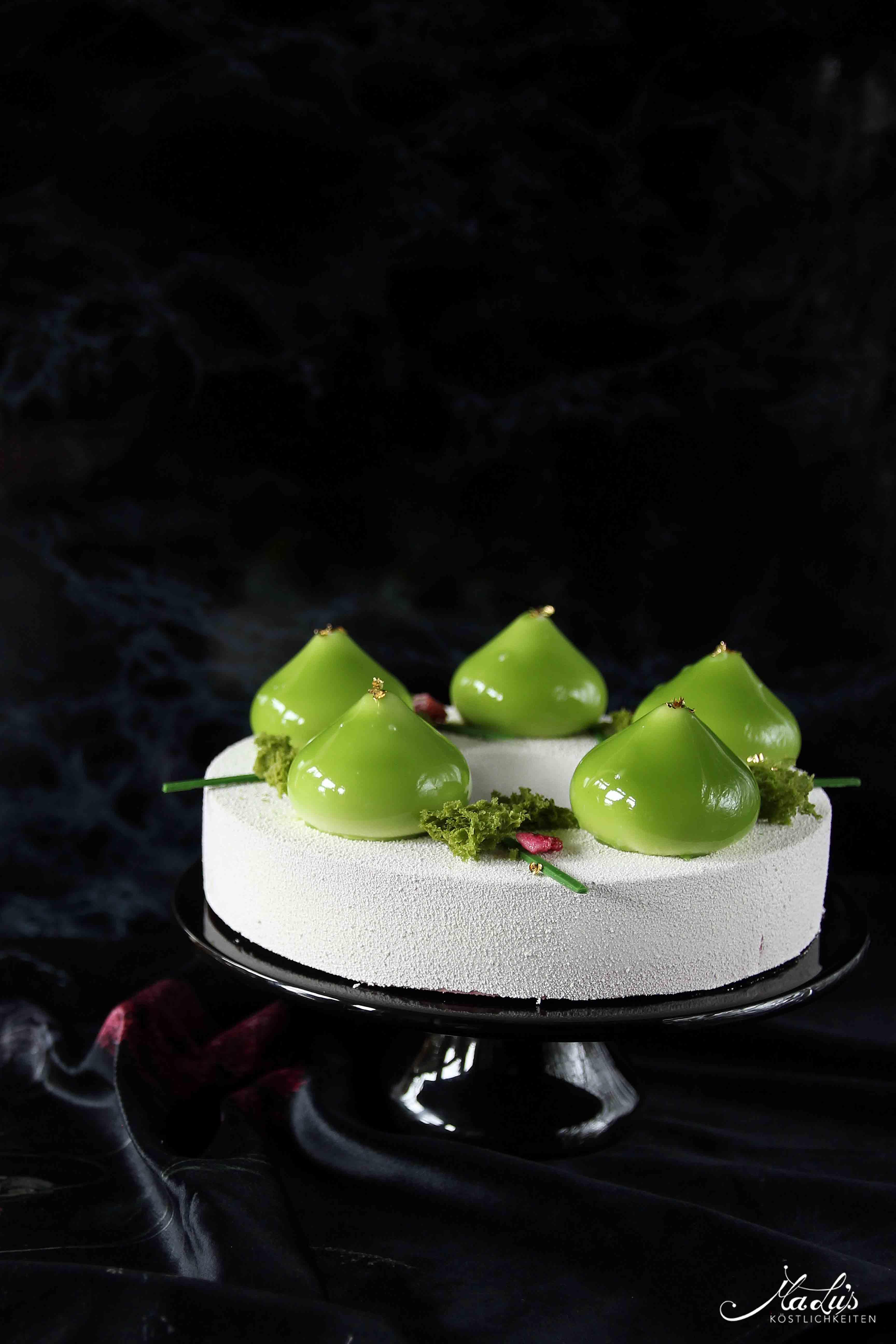 Limetten-Himbeer Torte mit Rose & Matcha