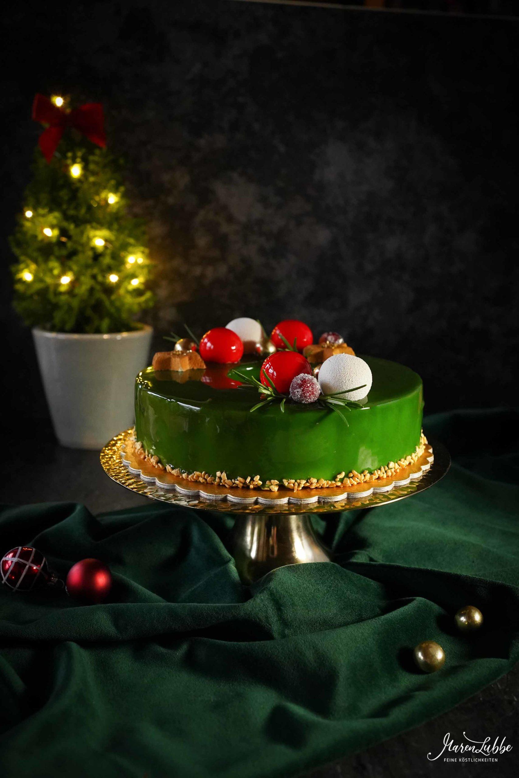 Weihnachtskranz - Vanilletorte mit Aprikose und Lebkuchen // by Maren Lubbe