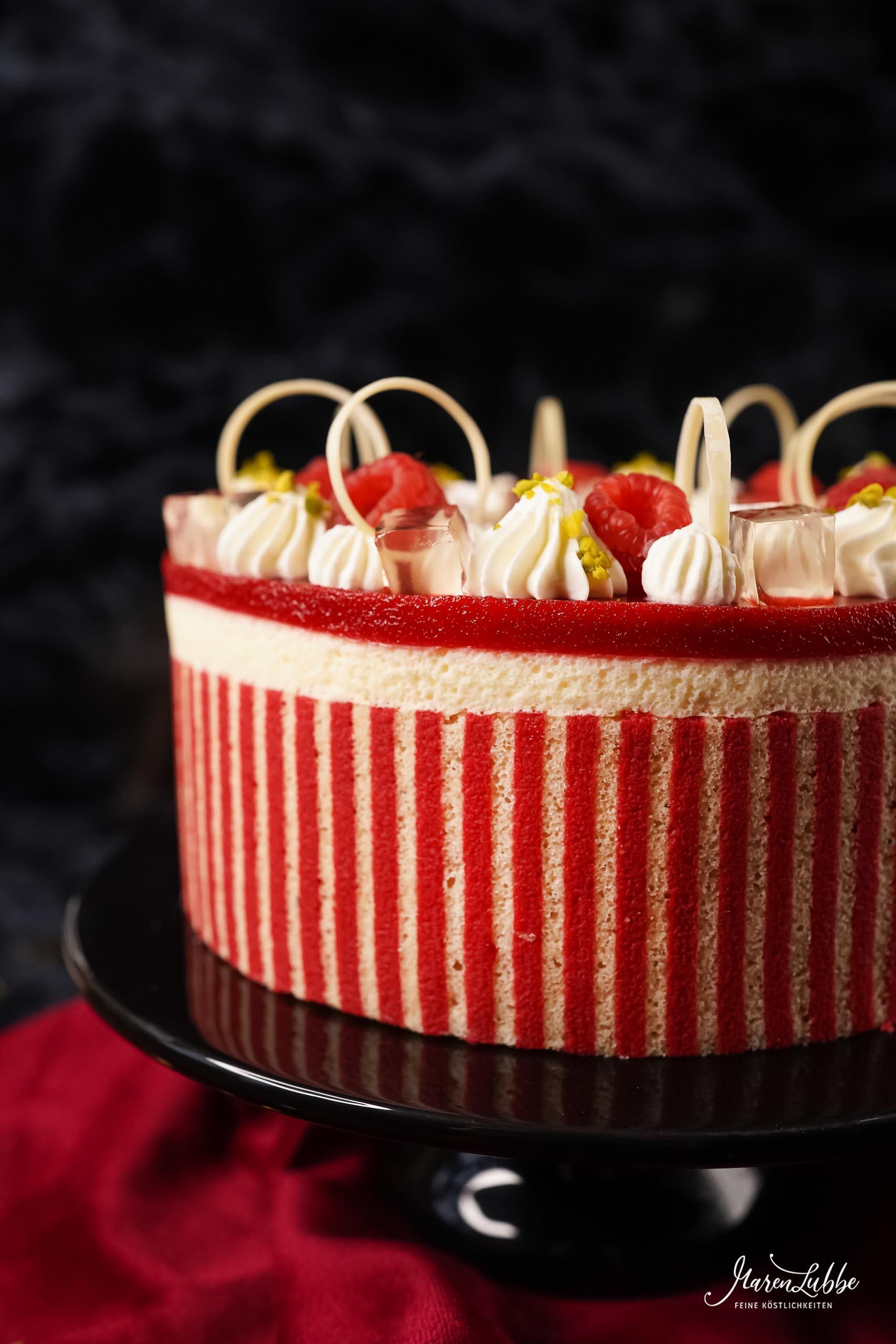 Prosecco Torte mit Himbeere & Pistazie